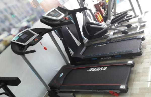 Có nên mua lại máy chạy bộ cũ tại các phòng Gym không