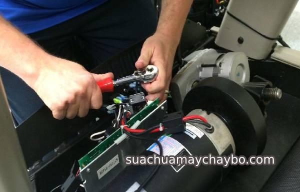 Mánh khóe tháo bo mạch máy chạy bộ về sửa để báo giá cao